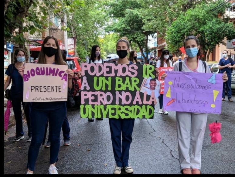 "Misiones. Marcha universitaria: ""podemos ir a un bar pero no a la universidad""."